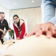 Erste-Hilfe-Kenntnisse alle zwei Jahre auffrischen (Foto)