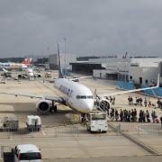 Warnstreik beiSicherheitskontrollen am Flughafen Hahn (Foto)