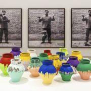 Künstler zerstört wertvolle Vase von Ai Weiwei (Foto)