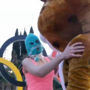 Das neue Video von Pussy Riot nimmt die Olympischen Winterspiele als Anlass zur neuen Kreml-Kritik.