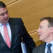 Unfrage: Mehrheit für Oppermann-Rücktritt in Edathy-Affäre (Foto)