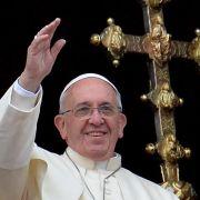 Papst Franziskus erhält Geschenke vom Fußball-Rivalen (Foto)