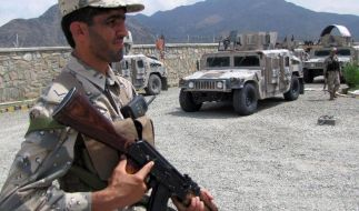 Taliban töten 20 Soldaten (Foto)