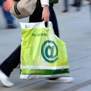 Umweltbundesamt: Kunden sollten für Plastiktüten zahlen (Foto)