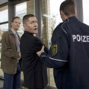 Vor der Not-OP: Dr. Kaminski wird verhaftet (Foto)