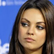 Mila Kunis: Spekulationen über Ring am Finger (Foto)