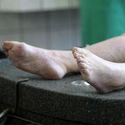 Totgeglaubter wacht in Leichenhalle wieder auf (Foto)