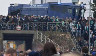 Bremer bewerfen HSV-Bus - Ansonsten ruhiges Nordderby (Foto)