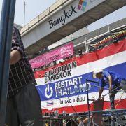 Demonstranten in Bangkok räumen wichtige Straßen (Foto)
