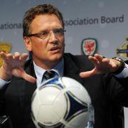 Fußball Video-frei - Debatte um Dreifachbestrafung (Foto)