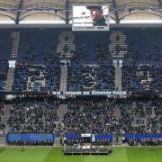 Kultmasseur Rieger «im Kreis der HSV-Legenden» (Foto)