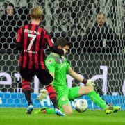 VfB verpasst Befreiungsschlag - spätes 1:2 in Frankfurt (Foto)