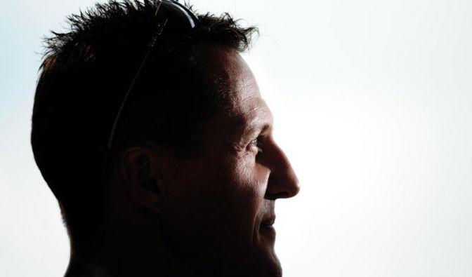 Eine gefährliche Lungenentzündung schwächte die im künstlichen Koma liegende Formel-1-Legende Michael Schumacher Mitte Februar zusätzlich.