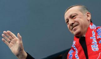 Erdogan droht mit Sperrung von Facebook und YouTube (Foto)