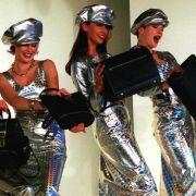 Mode in Metallic-Tönen ist einer der neuen Trends im Frühling und Sommer 2014.