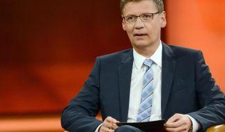 Günther Jauch diskutiert am Sonntag, 19.04.2015 das Flüchtlingsdrama im Mittelmeer. (Foto)