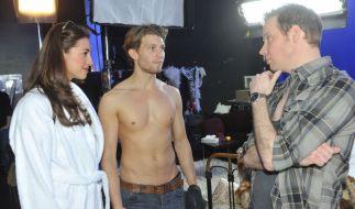Bei Elena (Elena Garcia Gerlach) und Dominik (Raul Richter) geht es zur Sache. (Foto)