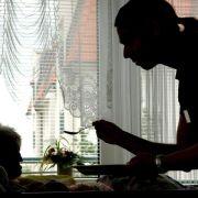 Pflegende Angehörige sollten eigene Bedürfnisse ernst nehmen (Foto)