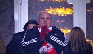 Uli Hoeneß ließ sich den Besuch des Spiels seines FC Bayern München gegen den FC Arsenal nicht nehmen. (Foto)