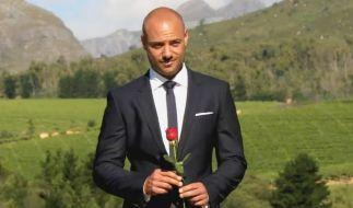 Bachelor Christian Tews verteilt seine letzte Rose. (Foto)
