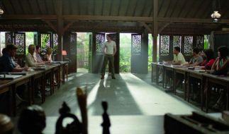 Wohlbehütet im klimatisierten Klassenzimmer begeben sich die Schüler auf ein Gedankenexperiment ihres Lehrers Mr. Zimit. (Foto)
