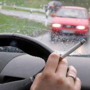 Auf Kick folgt Durchhänger: Rauchen am Steuer macht müde (Foto)