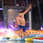Ralf versucht, auf dem Wasser möglichst schnell zu laufen ...