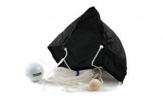 Der Golfschirm ist ein witziges und praktisches Gadget für jeden Golfschüler. (Foto)