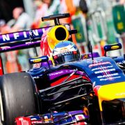 Vettel fährt mit Logo von Schumacher auf seinem Helm (Foto)