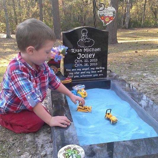 Er sollte seinem toten Bruder nahe sein (Foto)