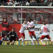 Sanogo schießt Cottbus zum Sieg - Aue 2:2 gegen 1860 (Foto)