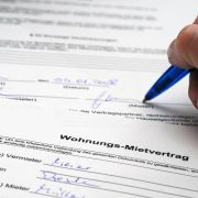 Eigentümerwechsel: Miete nicht gleich an neuen Eigentümer zahlen (Foto)