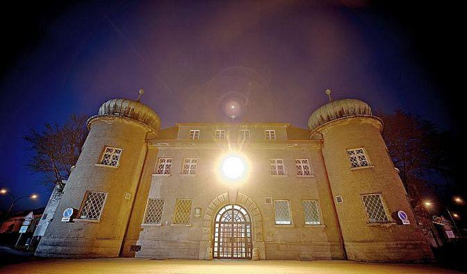 Trutzfeste Landsberg: Hinter diesen dicken Mauern muss Uli Hoeneß seine Haft verbüßen. (Foto)