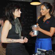 Emily lernt einen Neuen kennen - in Tayfuns Club! (Foto)