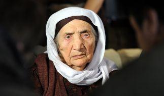 Sabria Khalaf, 107, darf im Kreise ihrer Familie sterben. (Foto)