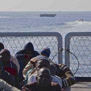 Mehr als 2100 Migranten vor Italiens Küsten (Foto)