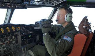 Airforce-Pilot Russell Adams sucht nach Wrackteilen - und auch immer noch nach Überlebenden. (Foto)