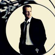 Muss das sein? Fans machen Schumi zu James Bond (Foto)