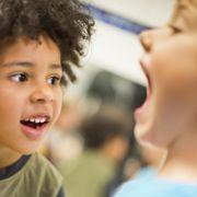 Zu viel Fluorid kann weiße Flecken auf Kinderzähnen verursachen (Foto)