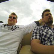 Machen Elvis und Dennis im Cabrio ihre Traumfrau klar? (Foto)