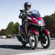 Yamaha kündigt dreirädrigen Motorroller an - Ab Sommer im Handel (Foto)