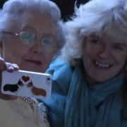 Die Queen und Camilla Parker-Bowles. Fast jedenfalls.