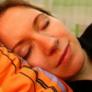 Nach der Zeitumstellung braucht die Mehrheit der Betroffenen ein paar Tage, um wieder in den normalen Schlafrhythmus zu kommen.