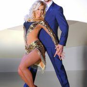 Popsänger und Musicaldarsteller Alexander Klaws tanzt mit Isabel Edvardsson