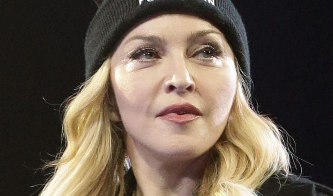 Madonna wurde mit 19 Jahren mit vorgehaltenem Messer von einem Fremden vergewaltigt. Das berichtet die 55-Jährige in der November-Ausgabe 2013 des Magazins