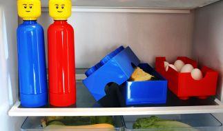 Die LEGO-Trinkflaschen machen in jedem Haushalt eine gute Figur und halten den Durst in Schach. (Foto)