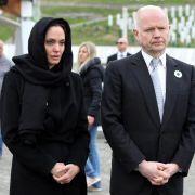 Angelina Jolie gedenkt der Opfer von Srebrenica (Foto)