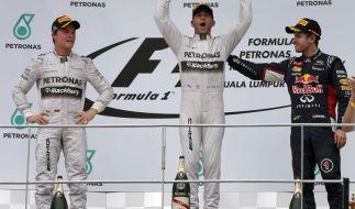 Lewis Hamilton (Mitte) siegte in Sepang vor Nico Rosberg (links) und Sebastian Vettel. (Foto)