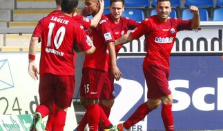 Paderborn bleibt Aufstiegskandidat - 3:1 in Frankfurt (Foto)
