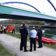 Auto stürzt in den Wesel-Datteln-Kanal: Vier Tote (Foto)